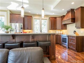 Photo 6: 898 Lakeside Pl in VICTORIA: La Florence Lake House for sale (Langford)  : MLS®# 727364