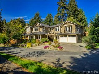 Photo 2: 898 Lakeside Pl in VICTORIA: La Florence Lake House for sale (Langford)  : MLS®# 727364