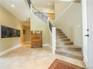 Photo 3: 898 Lakeside Pl in VICTORIA: La Florence Lake House for sale (Langford)  : MLS®# 727364