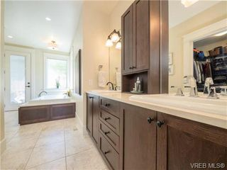 Photo 10: 898 Lakeside Pl in VICTORIA: La Florence Lake House for sale (Langford)  : MLS®# 727364