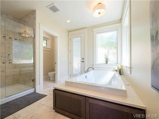 Photo 11: 898 Lakeside Pl in VICTORIA: La Florence Lake House for sale (Langford)  : MLS®# 727364