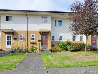 Photo 1: 418 W Burnside Rd in VICTORIA: SW Tillicum Row/Townhouse for sale (Saanich West)  : MLS®# 743664