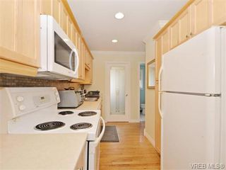 Photo 9: 418 W Burnside Rd in VICTORIA: SW Tillicum Row/Townhouse for sale (Saanich West)  : MLS®# 743664