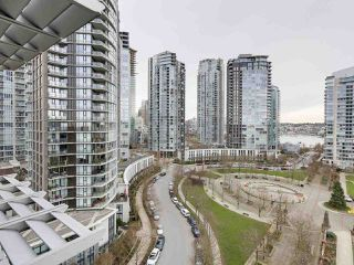 "Photo 12: 1206 638 BEACH Crescent in Vancouver: Yaletown Condo for sale in ""ICON I"" (Vancouver West)  : MLS®# R2148228"