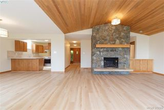 Photo 3: 109 2829 Arbutus Rd in VICTORIA: SE Ten Mile Point Row/Townhouse for sale (Saanich East)  : MLS®# 761973