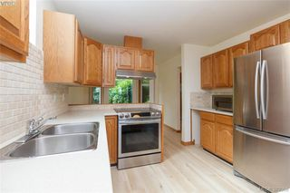 Photo 4: 109 2829 Arbutus Rd in VICTORIA: SE Ten Mile Point Row/Townhouse for sale (Saanich East)  : MLS®# 761973