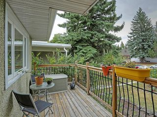 Photo 2: 1922 19 Avenue NW in Calgary: Banff Trail House for sale : MLS®# C4137899