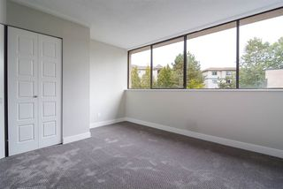 "Photo 7: 106 17720 60 Avenue in Surrey: Cloverdale BC Townhouse for sale in ""Clover Park Gardens"" (Cloverdale)  : MLS®# R2212954"