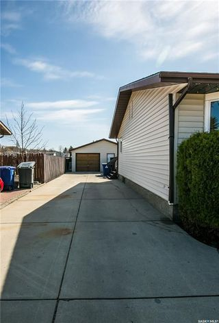 Photo 3: 506 Hall Crescent in Saskatoon: Westview Heights Residential for sale : MLS®# SK730669