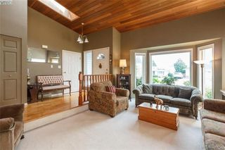 Photo 5: 4164 Beckwith Pl in VICTORIA: SE Lake Hill Single Family Detached for sale (Saanich East)  : MLS®# 797392