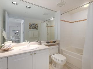 """Photo 14: 312 789 W 16TH Avenue in Vancouver: Fairview VW Condo for sale in """"SIXTEEN WILLOWS"""" (Vancouver West)  : MLS®# R2368634"""
