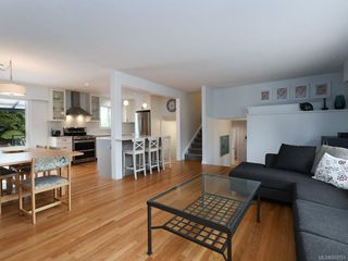 Photo 3: 982 Nicholson St in : SE Lake Hill Single Family Detached for sale (Saanich East)  : MLS®# 850751