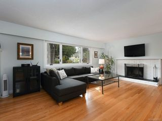 Photo 2: 982 Nicholson St in : SE Lake Hill Single Family Detached for sale (Saanich East)  : MLS®# 850751