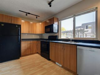 Photo 2: 17 4061 Larchwood Dr in : SE Lambrick Park Row/Townhouse for sale (Saanich East)  : MLS®# 855304
