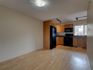 Photo 5: 17 4061 Larchwood Dr in : SE Lambrick Park Row/Townhouse for sale (Saanich East)  : MLS®# 855304