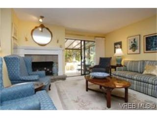 Photo 3:  in VICTORIA: SE Mt Doug Row/Townhouse for sale (Saanich East)  : MLS®# 477417
