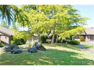 Photo 9:  in VICTORIA: SE Mt Doug Row/Townhouse for sale (Saanich East)  : MLS®# 477417