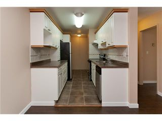 """Photo 3: 302 1103 HOWIE Avenue in Coquitlam: Central Coquitlam Condo for sale in """"THE WILLOWS"""" : MLS®# V916675"""