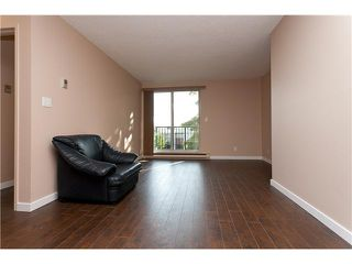 """Photo 5: 302 1103 HOWIE Avenue in Coquitlam: Central Coquitlam Condo for sale in """"THE WILLOWS"""" : MLS®# V916675"""