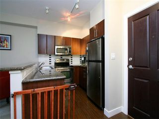 Photo 9: 205 2330 WILSON Avenue in Port Coquitlam: Central Pt Coquitlam Condo for sale : MLS®# V1061909