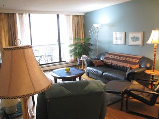 "Photo 4: 903 710 SEVENTH Avenue in New Westminster: Uptown NW Condo for sale in ""THE HERITAGE"" : MLS®# R2035673"