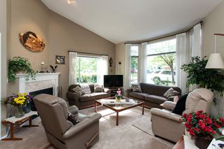 "Photo 3: 118 9012 WALNUT GROVE Drive in Langley: Walnut Grove Townhouse for sale in ""Queen Anne Green"" : MLS®# R2065366"