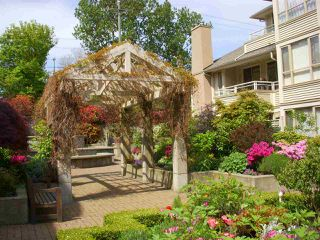 """Photo 16: 209 3766 W 7TH Avenue in Vancouver: Point Grey Condo for sale in """"THE CUMBERLAND"""" (Vancouver West)  : MLS®# R2190869"""