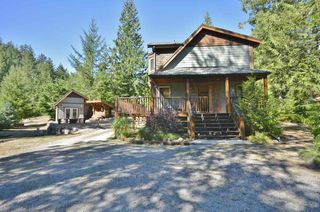 Photo 3: 11 13651 CAMP BURLEY ROAD in Garden Bay: Pender Harbour Egmont House for sale (Sunshine Coast)  : MLS®# R2200142