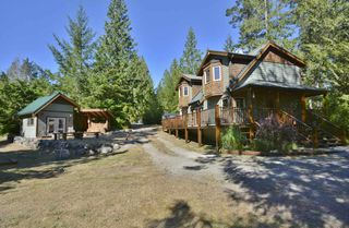 Photo 2: 11 13651 CAMP BURLEY ROAD in Garden Bay: Pender Harbour Egmont House for sale (Sunshine Coast)  : MLS®# R2200142