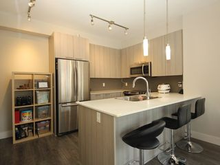 """Photo 2: 118 19433 68 Avenue in Surrey: Clayton Townhouse for sale in """"THE GROVE"""" (Cloverdale)  : MLS®# R2309717"""