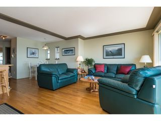 "Photo 6: 15124 BUENA VISTA Avenue: White Rock House for sale in ""Hillside"" (South Surrey White Rock)  : MLS®# R2316600"