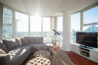 "Main Photo: 1908 193 AQUARIUS Mews in Vancouver: Yaletown Condo for sale in ""Marinaside Resort"" (Vancouver West)  : MLS®# R2331957"
