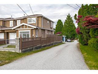 Photo 2: 7522 1ST Street in Burnaby: East Burnaby House 1/2 Duplex for sale (Burnaby East)  : MLS®# R2381527