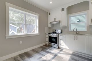 Photo 4: 4523 NANAIMO Street in Vancouver: Victoria VE House 1/2 Duplex for sale (Vancouver East)  : MLS®# R2397053
