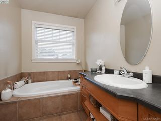 Photo 14: 4142 Auldfarm Lane in VICTORIA: SW Strawberry Vale Single Family Detached for sale (Saanich West)  : MLS®# 420688