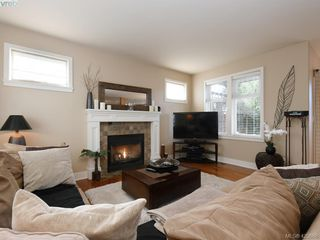 Photo 3: 4142 Auldfarm Lane in VICTORIA: SW Strawberry Vale Single Family Detached for sale (Saanich West)  : MLS®# 420688