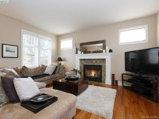 Photo 2: 4142 Auldfarm Lane in VICTORIA: SW Strawberry Vale Single Family Detached for sale (Saanich West)  : MLS®# 420688