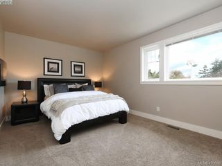 Photo 11: 4142 Auldfarm Lane in VICTORIA: SW Strawberry Vale Single Family Detached for sale (Saanich West)  : MLS®# 420688