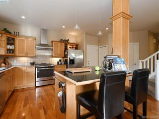 Photo 7: 4142 Auldfarm Lane in VICTORIA: SW Strawberry Vale Single Family Detached for sale (Saanich West)  : MLS®# 420688
