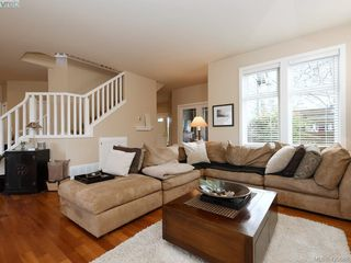 Photo 4: 4142 Auldfarm Lane in VICTORIA: SW Strawberry Vale Single Family Detached for sale (Saanich West)  : MLS®# 420688