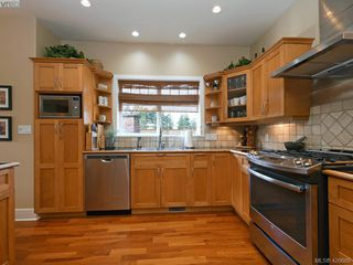 Photo 8: 4142 Auldfarm Lane in VICTORIA: SW Strawberry Vale Single Family Detached for sale (Saanich West)  : MLS®# 420688