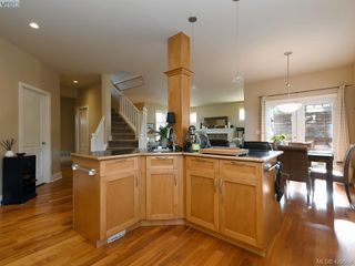 Photo 9: 4142 Auldfarm Lane in VICTORIA: SW Strawberry Vale Single Family Detached for sale (Saanich West)  : MLS®# 420688