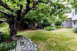 Photo 16: 1031 PARKER Street: White Rock House for sale (South Surrey White Rock)  : MLS®# R2488123