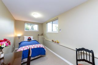 Photo 10: 1031 PARKER Street: White Rock House for sale (South Surrey White Rock)  : MLS®# R2488123