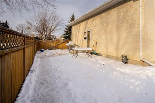 Photo 3: 105 Bret Bay in Winnipeg: North Kildonan Residential for sale (3F)  : MLS®# 202100284