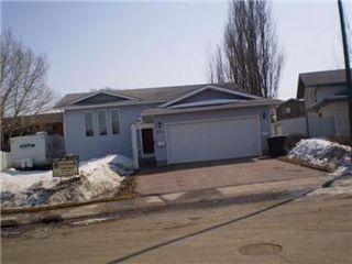 Main Photo: 323 Bowman Crescent in Saskatoon: Dundonald Single Family Dwelling for sale (Saskatoon Area 05)  : MLS®# 395642