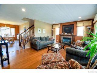 Photo 2: 98 Bridgeland Drive North in WINNIPEG: Fort Garry / Whyte Ridge / St Norbert Residential for sale (South Winnipeg)  : MLS®# 1517803
