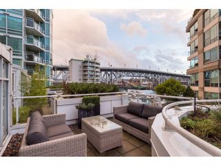 "Photo 2: T09 1501 HOWE Street in Vancouver: Yaletown Townhouse for sale in ""888 BEACH"" (Vancouver West)  : MLS®# R2020483"
