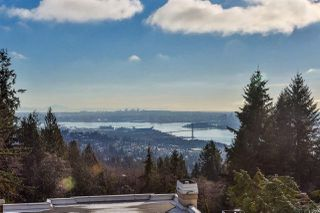 "Photo 1: 2552 WESTHILL Close in West Vancouver: Westhill House for sale in ""WESTHILL VILLA"" : MLS®# R2055281"
