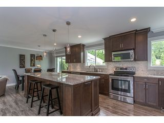 """Photo 3: 34920 MCCABE Place in Abbotsford: Abbotsford East House for sale in """"McMillan area"""" : MLS®# R2175602"""